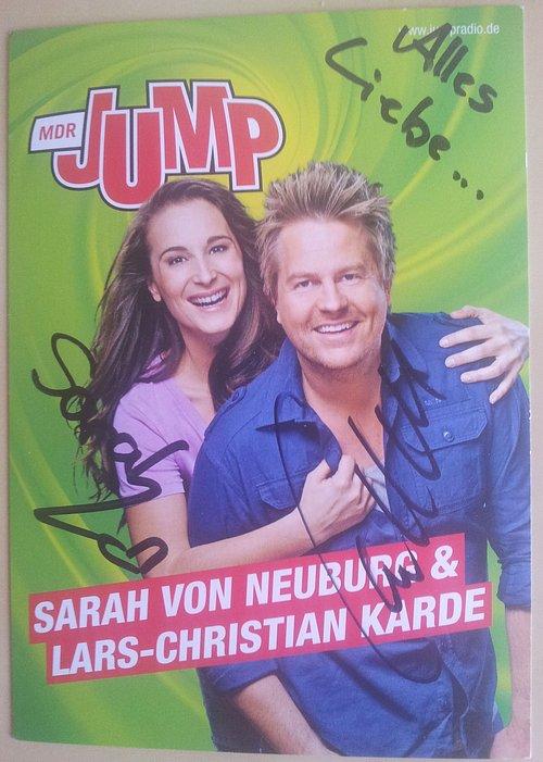 Vlastnoruční podpisy dvojice, která diváky provází ranní show německého veřejnoprávního rozhlasu MDR