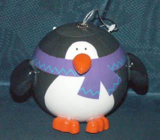 Tohle bude hit mezi linuxáky pro vánoce 2007 - baňka ve tvaru tučňáka.