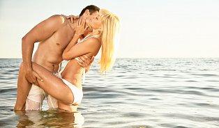 Vitalia.cz: Sex on the beach: V létě klesá prodej kondomů
