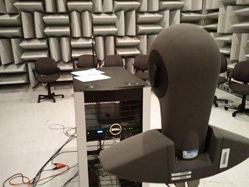 Dell Labs v Texasu. Akustická komora, pomocí které se daří snižovat hlučnost serverů a dalších zařízení do datových center.