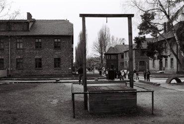 Zde byl po válce popraven velitel tábora Osvětim Rudolf Höss