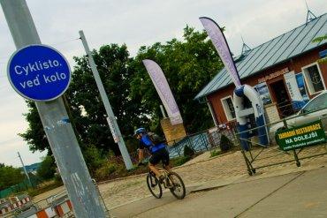 cyklisto sesedni z kola
