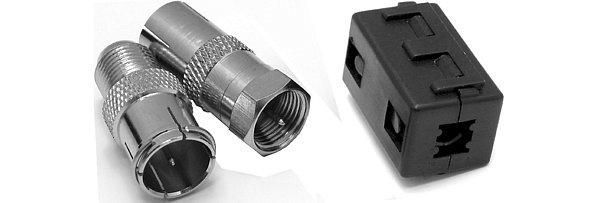V balení najdete i dvě redukce F/IEC a odrušovací magnet v uzamykatelném pouzdře pro koaxiální kabel do průměru 5mm.