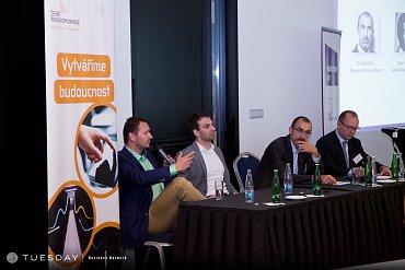 Panelová diskuse, zleva Daniel Grunt (FTV Prima), Petr Nemeth (ČRa), Tomáš Bičík (Nielsen Admosphere); moderuje Libor Kudláček.