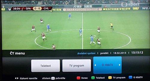 Takto vypadá nabídka menu volby HbbTV na České televizi. Tlačítko byste ale na dálkovém ovladači hledali marně.