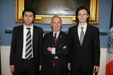 Zleva: Babak Mahdian, Michaela Bloomberg a Radim Nedbal při předávání ceny Next Idea.