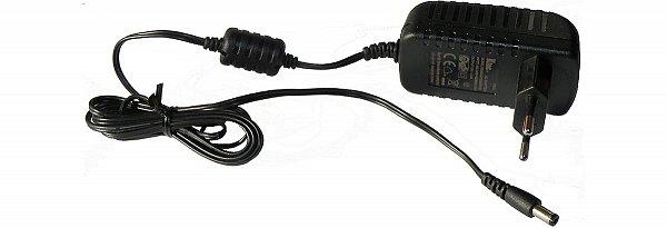Externí síťový napáječ. INPUT 100 – 240V/50 – 60Hz, OUTPUT 12V/2.0A s dostatečně dlouhým propojovacím kabelem.