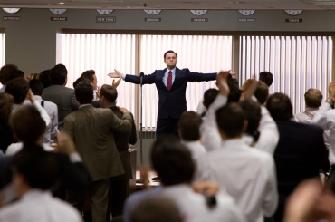 Herec Leonardo DiCaprio jako Jordan Belfort ve filmu Vlk z Wall Street.