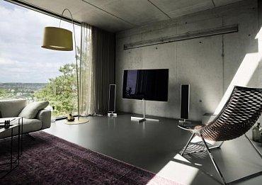 Loewe Reference 55 patří, stejně jako ostatní přístroje značky, do moderního interiéru. Výrobce se s tím rozhodně netají.