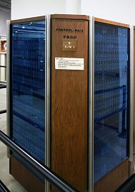 CDC 7600 – počítač s výrobním číslem 1 umístěný v muzeu.