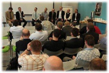 Po slavnostní části probíhala velmi živá několika hodinová panelová diskuse o Azure platformě a jejích výhodách mezi přítomnými zájemci o vývoj na této platformě a vítěznými společnostmi.