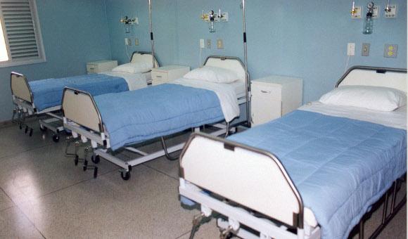Pobyt v nemocnici už u nás není bezpatný, ale od nového roku zase bude (dočasně)