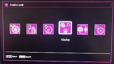 Pokud v menu multimédií povolíte zobrazování podle adresářů, můžete přehrávat všechno v jednom náhledu.