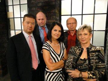Investoři (a také porotci) ve Dni D. První řada zleva: Tomio Okamura, Dana Bérová, Marta Nováková. Druhá řada zleva: Michal Rostock, Ivan Pilný.