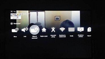 Menu nastavení je na první úrovni grafické (vstup přes tlačítko Home), nebo textové (vstup přes tlačítko s ikonou ozubeného kolečka) stejně, jako na dalších úrovních. V prvním případě se ovšem neukazovalo kompletní a chyběl zejména vstup do systémových nastavení Android TV.