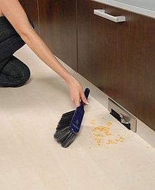 Kuchyňská štěrbinová zásuvka je šikovným pomocníkem, který si rozhodně nezapomeňte při koupi centrálního vysavače pořídit (Newag).