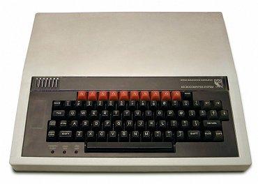 BBC Micro – počítač který v80. letech ovládl britské školy (i domácnosti).