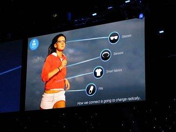 Způsob, jakými budeme připojeni k Internetu se změní. Počítače a smartphony doplní brýle, senzory, chytré textilní materiály a pilulky.