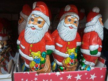 Nabídka vánočního zboží v Kauflandu v Praze na Vypichu. Pořízeno 16.9.2012