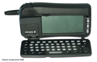 Telefonem který byl porvé označen jako chytrý (smart phone) byl koncept Ericsson GS88. Komerční úspěch ale slavil až pozdější smartphone R380 se Symbianem.