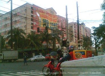 Jeden z rezidenčních boků Manilské čtvrti Pandacan (foto z r. 2006 - Wikipedie)