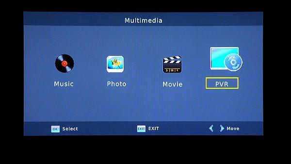 Okno Multimédií. Zde přepínáme funkce pro Audio (MP3 a WMA), Video (AVI a MKV) a Foto (JPEG a BMP)