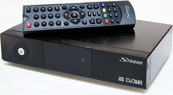 Přijímač Strong SRT 8500 - přední panel