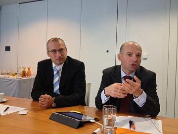Tisková konference ING Bank k představení produktu ING Investice. Zleva: Petr Matějíček, produktový manažer. Libor Vaníček, ředitel retailového bankovnictví ING Bank.