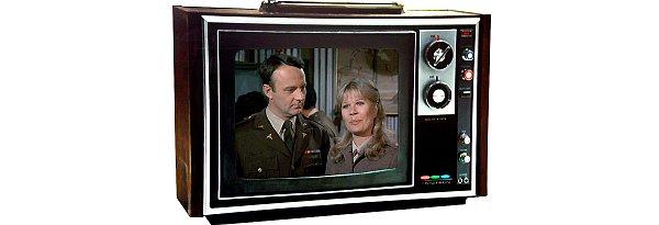 První barevný CRT televizor SONY s normou SECAM a licencovanou obrazovkou Trinitron, který se u nás začal prodávat za cizí měnu, nebo tuzexové poukázky v tehdejším podniku zahraničního obchodu TUZEX v roce 1968. Kdo neví nic o Tuzexu a tuzexových poukázkách (bonech), nechť se zeptá svých rodičů