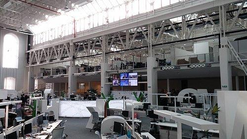 Obří news room vydavatelství Economia v pražském Karlíně.