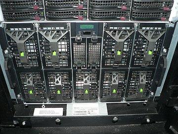 Jednotlivé počítače velkého superpočítače.