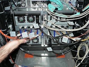 InfiniBand přivádí data k jednotlivým uzlům rychlostí 40 Gbps.