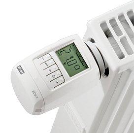Hlavici stačí jen našroubovat na radiátor, což je otázka pár minut, a je zřejmé, že smysl bude mít jen tak, kde nejsou například centrálně řízené či rovnou napojené na kotel.