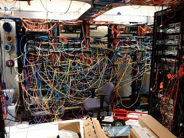 Dell Labs v Texasu. Testování serverů, které na trh přijdou až za jednu či dve generace, probíhá ve velice kreativním prostředí.