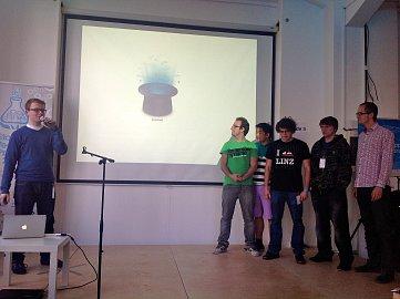 Vítězný tým představuje CSS Hat (vlevo Lukáš Hurych)