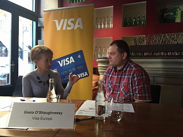 Zleva Małgorzata O'Shaughnessy, víceprezidentka a generální manažerka Visa Europe pro Česko, Polsko a Slovensko a autor článku