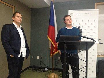 David Šmehlík představuje Druidly(vlevo Michal Zálešák, výkonný ředitel Czech ICT Alliance)