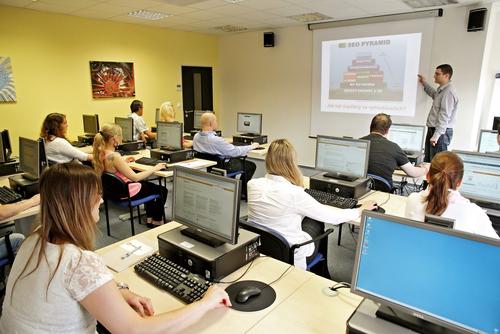 Tomáš Pospíšil je lektorem školení SEO od Dobrého webu.