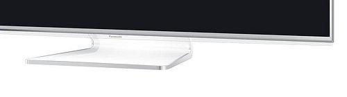 Podstavec je plastový, na pevno přidělaný a obroubený kovem. Spodní lišta panelu je standardně osvětlená, ale můžete ji i zhasnout, takže méně ruší.
