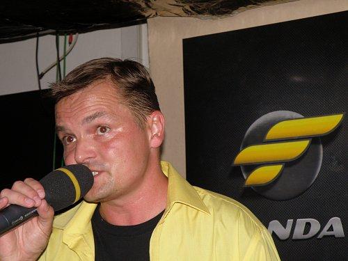 Role spolumoderátora se na chvíli ujal i dosavadní ředitel kanálu Nova Sport a nově také šéf stanice Fanda Marek Kindernay.