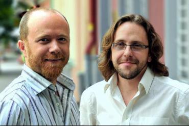 Zakladatelé Fondomatu. Zleva: Joe Wakeford a Conrad Watts
