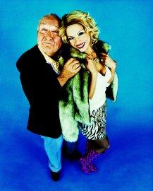Oblíbené klišé - starší muž a blondýna