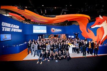 Skupinová fotografie stánku na MWC 2014