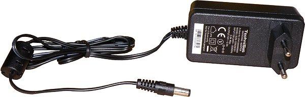 Síťový napáječ má dostatečně dlouhý kabel