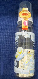 Kojenecká láhev, ledna z mnoha, které obsahují zakázaný bisfenol.