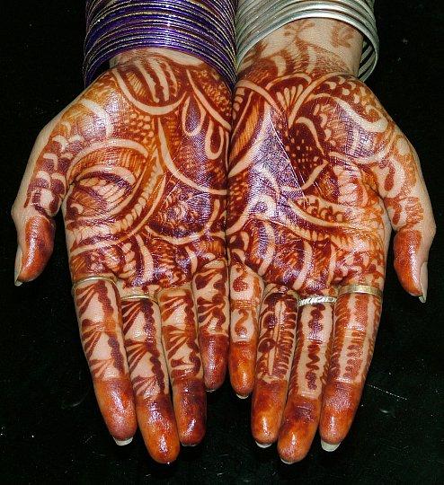 Tetování hennou : zdobení hennou více v článku sxc