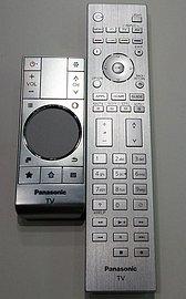 Dálkové ovladače nejvyšších řad jsou přepracované a působí velice dobře, což bohužel není ani dnes u velmi drahých televizorů pravidlem.
