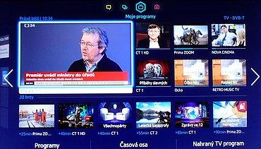 Chytrá část televizoru vyvolatelná přes tlačítko Smart Hub má čtyři části. Televizor nabíhal do této, nebo zobrazoval poslední kanál na celou obrazovku. Nepřišel jsem na to, jak to ovlivnit.