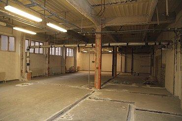 Rozestavěný sál v podzemí.