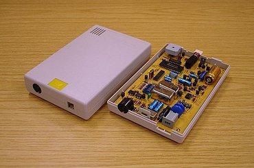 """""""Schválený"""" modem DBT-03, jeho otevření a úpravy zákazníkem byly pochopitelně přísně zakázány."""